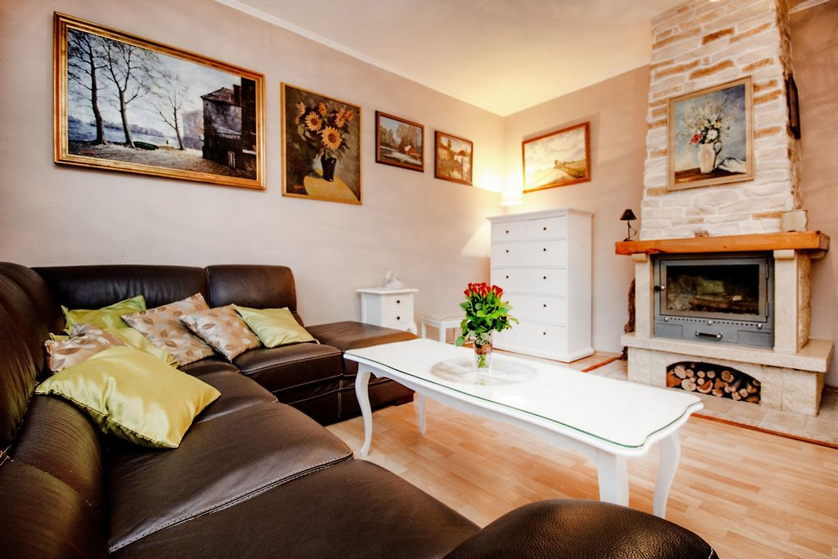 charmantes haus mit pool in der n he von meer. Black Bedroom Furniture Sets. Home Design Ideas