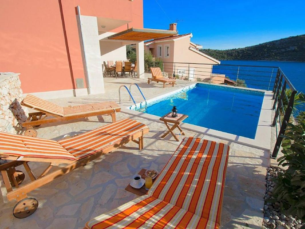 Luxusvilla mit pool am meer  Luxus-Villa mit Pool, 20 m zum Meer - Ferienhaus in Vinisce mieten