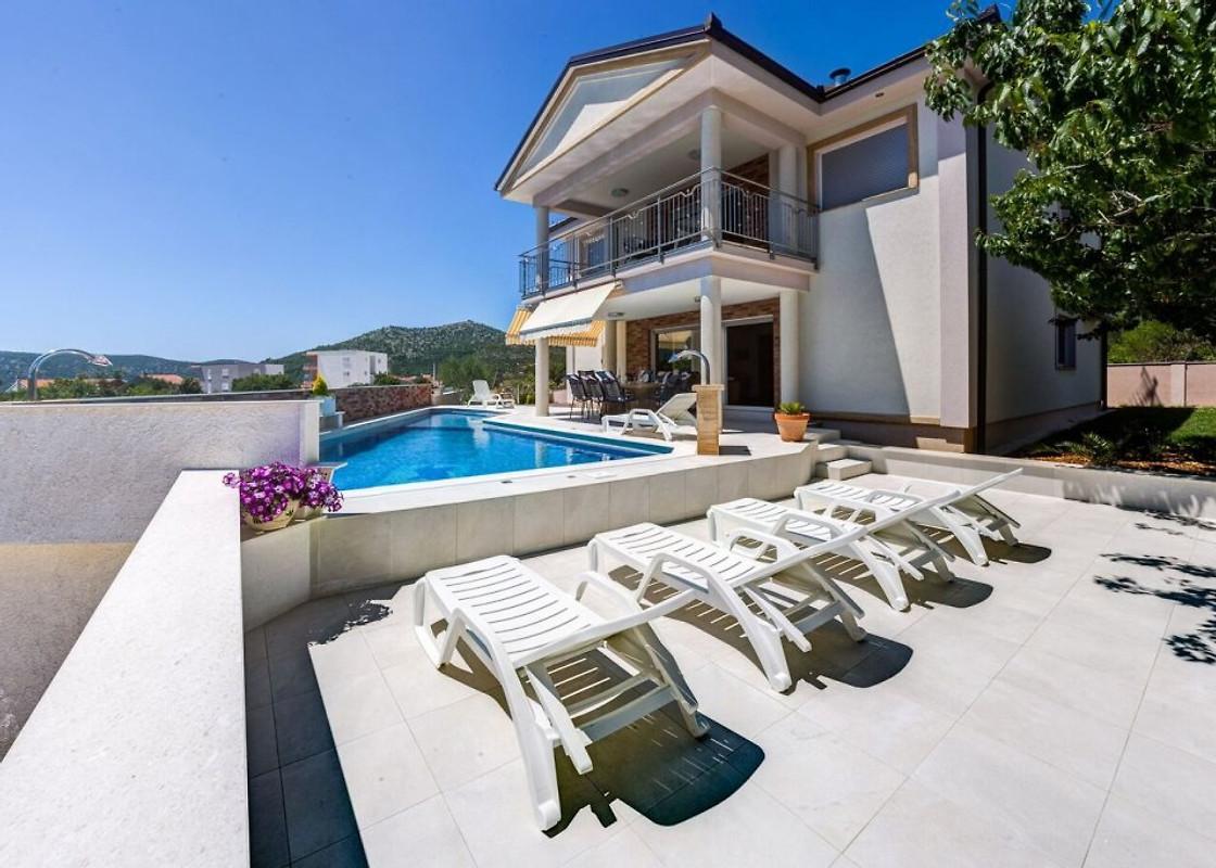 Maison neuve avec piscine maison de vacances trogir louer - Maison neuve avec piscine ...