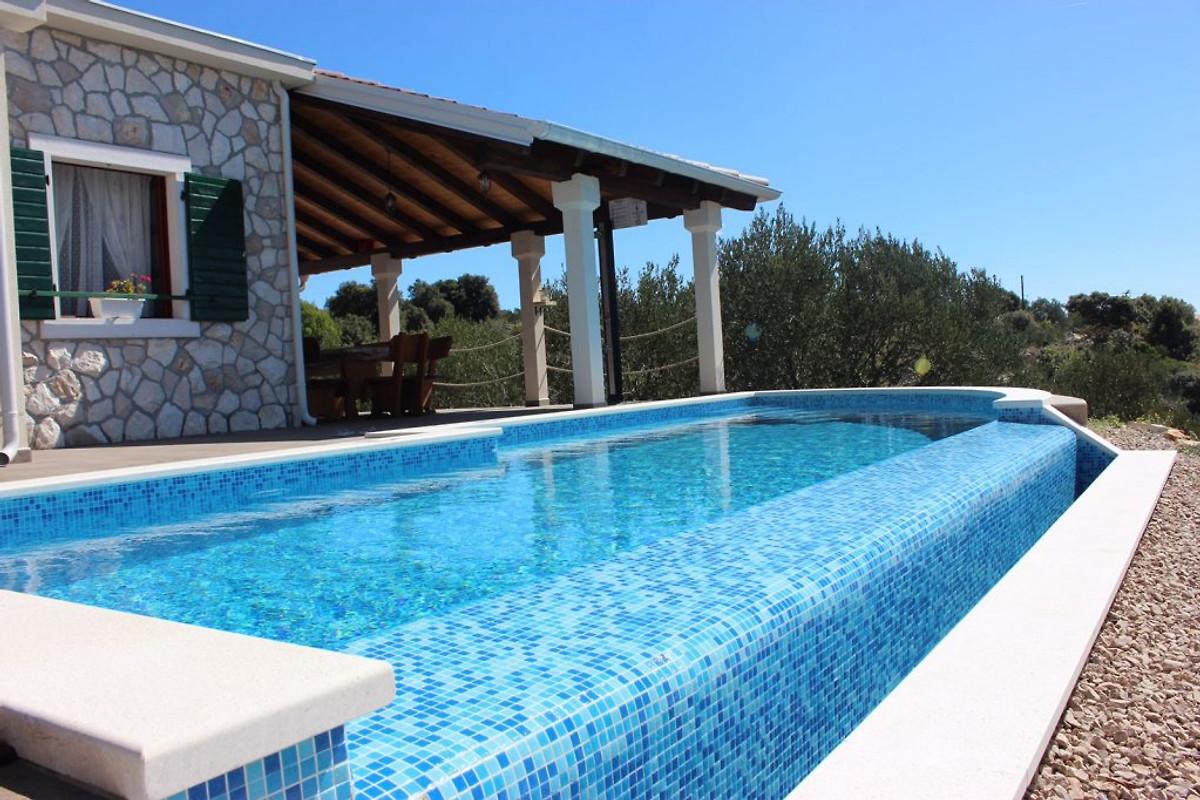 Maison traditionnelle avec piscine maison de vacances - Prix piscine traditionnelle ...