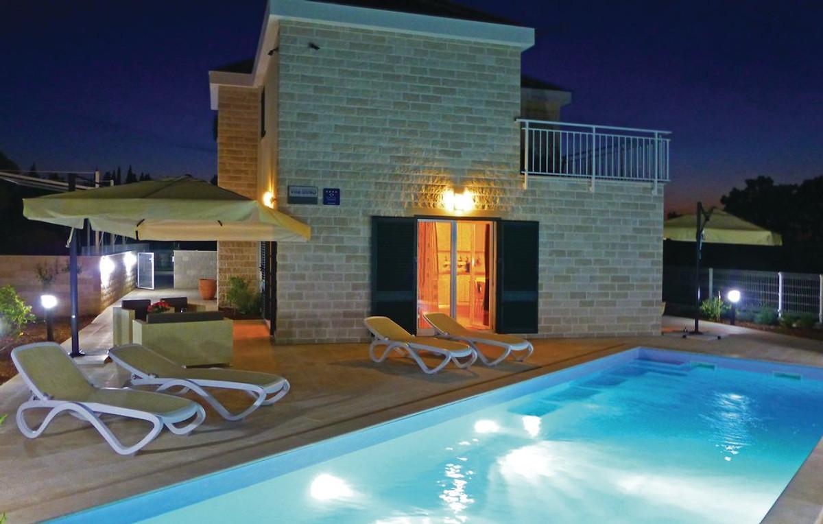 Neues haus mit pool und toller aussicht ferienhaus in for Haus mit pool mieten