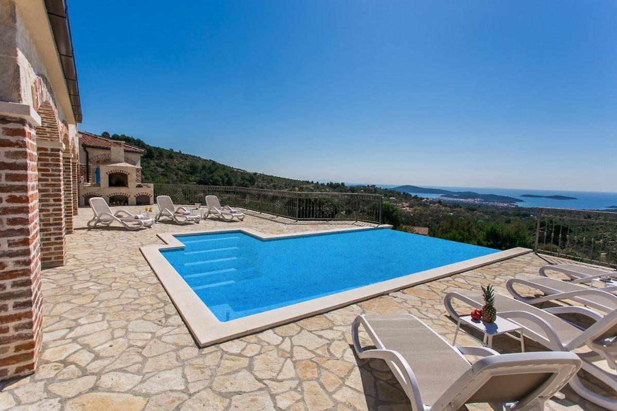 Villa traditionnelle luxe avec piscine maison de - Prix piscine traditionnelle ...