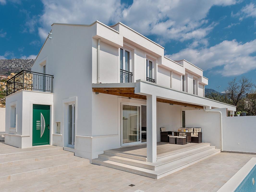 neues haus mit pool und toller aussicht ferienhaus in kastel kambelovac mieten. Black Bedroom Furniture Sets. Home Design Ideas