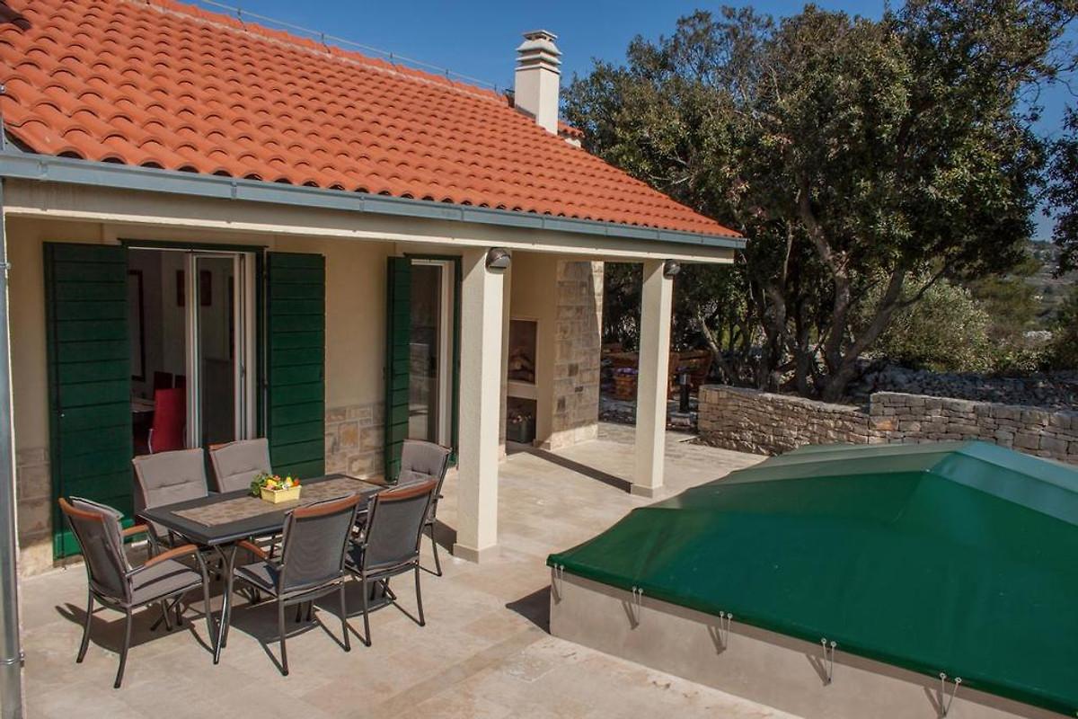 Nieuw charmant huis met zwembad brac vakantiehuis in for Zwembad thuis prijzen