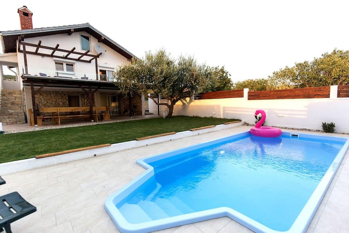 Neues charmantes haus mit pool ferienhaus in posedarje for Haus mit pool mieten