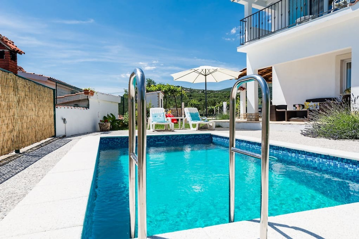 Klein gezellig huis met zwembad vakantiehuis in kastel for Klein zwembad