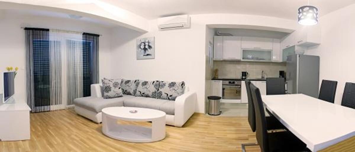Mooi huis met zwembad 150 m van zee vakantiehuis in okrug gornji huren - Nieuw huis binneninrichting ...