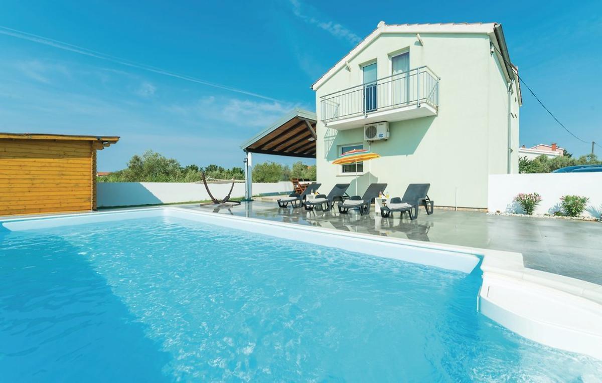 Haus mit pool und sauna ferienhaus in suko an mieten for Haus mit pool mieten