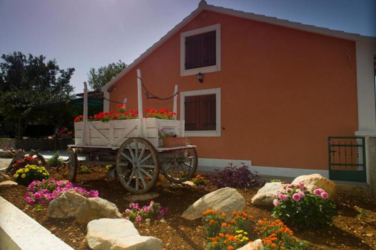 Rustikales dalmatinisches haus mit pool ferienhaus in for Haus mit pool mieten