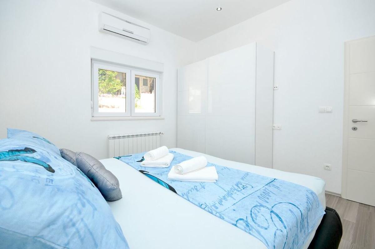 Casa a schiera con piscina sul tetto casa vacanze in for Piani casa a prezzi accessibili 5 camere da letto