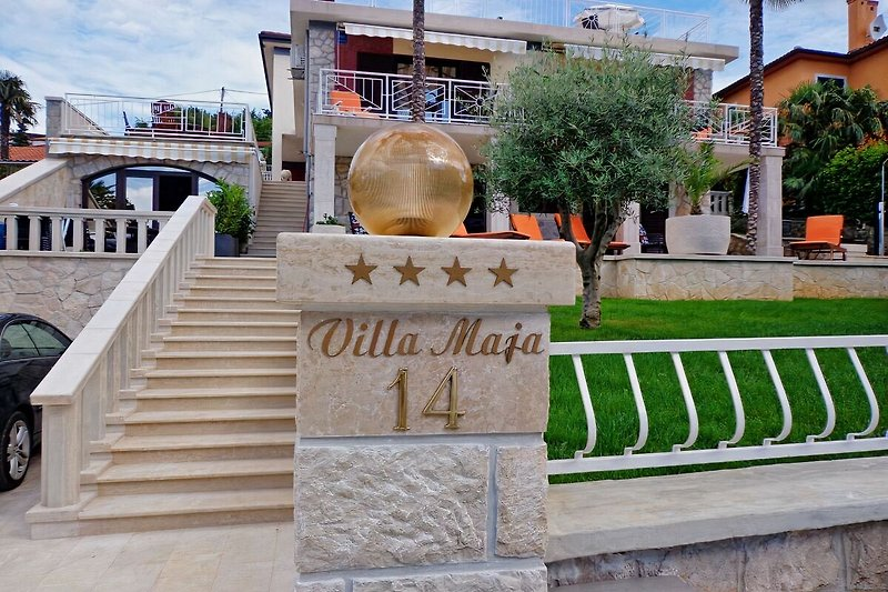Eingang-Villa maja