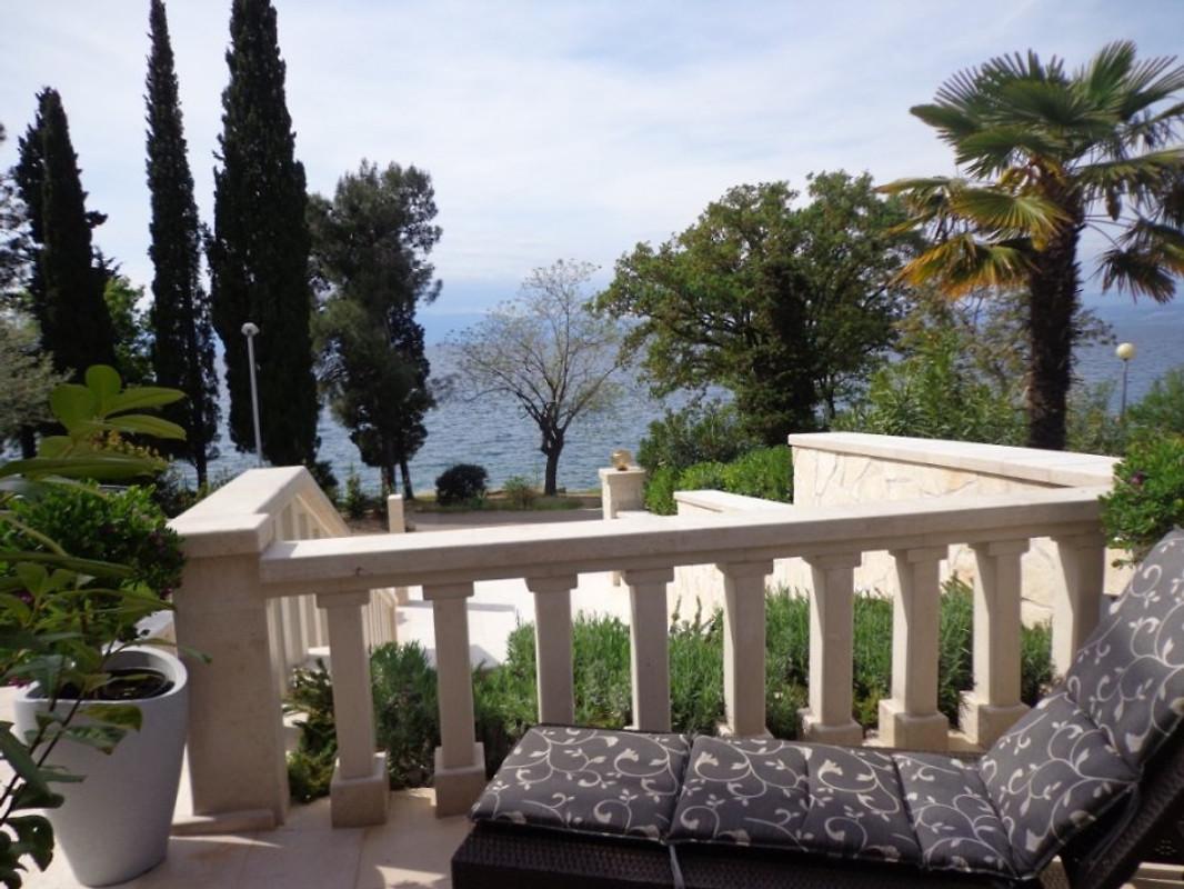 steinvilla villa maja 2 4 personen ferienwohnung in njivice mieten. Black Bedroom Furniture Sets. Home Design Ideas