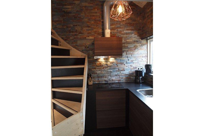 open keuken met trap naar bovenverdieping