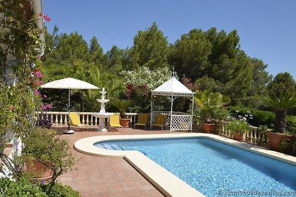Villa jard n de hadas casa de vacaciones en j vea for Apartamentos villa jardin cambrils