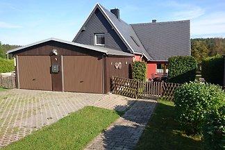 Sie erwartet ein erzgebirgisches 4 Sterne Haus, Klassifiziert durch den Deutschen Tourismusverband  , unmittelbar am Schwarzwassertal in Kühnhaide.   WLAN und Endreinigung gratis.