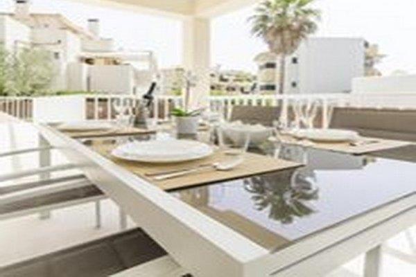 Moderne chalet met tuin en zwembad vakantiehuis in portopetro huren - Moderne chalet keuken ...