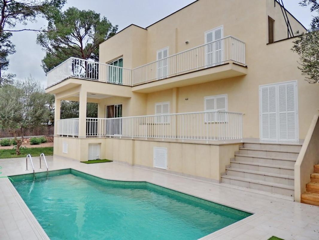 Chalet moderne avec jardin et piscine maison de vacances for Chalet a louer avec piscine