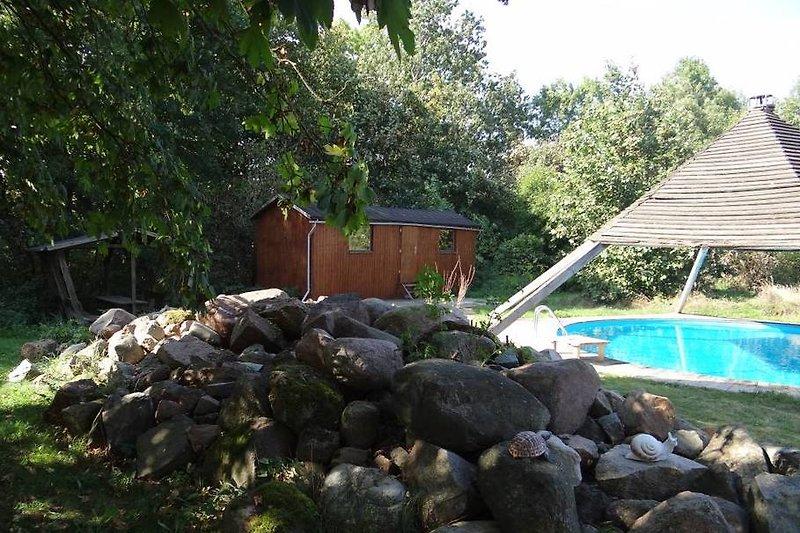 Schwimmbecken mit Saunawagen