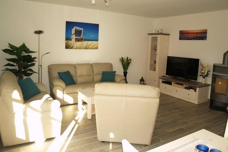 Wohnraum mit gemütlicher 3-2-1 Leder-Couch