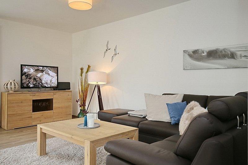 Gemütliches Wohnzimmer mit TV