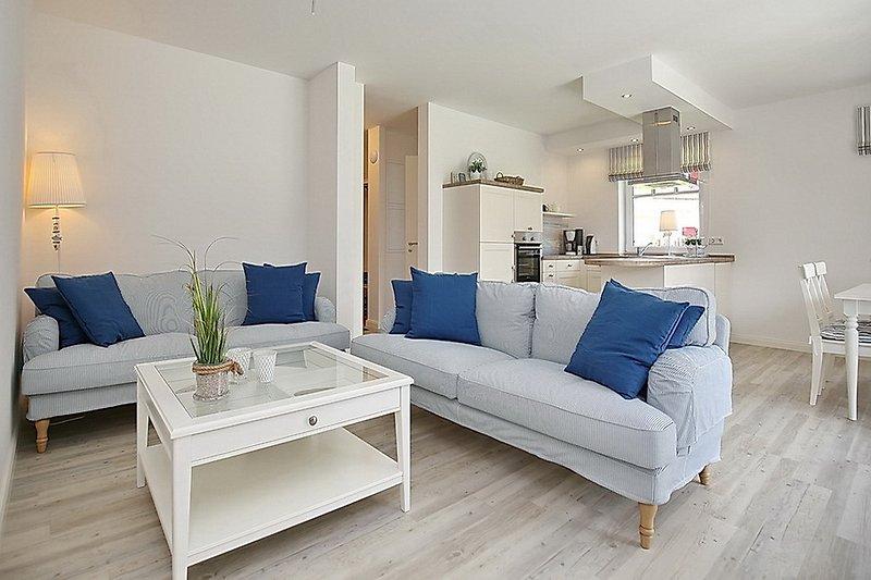 Wohnzimmer mit Blick zu Küche