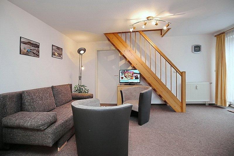 Wohnbereich mit Treppe in die obere Etage