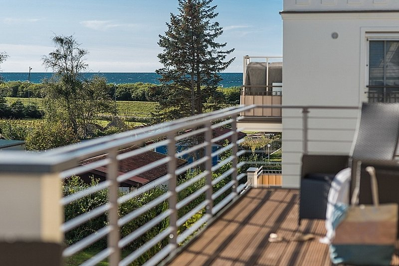 Balkon mit Teilseeblick