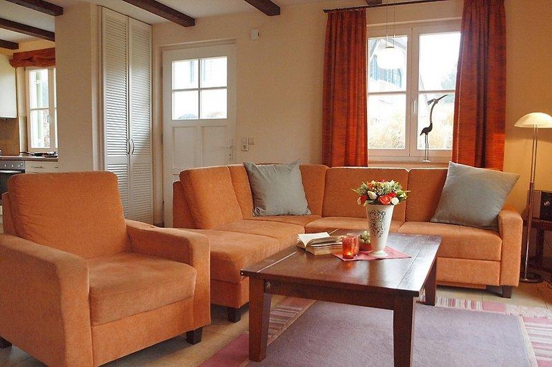 Wohnbereich mit Terrasse, Kaminofen und Flatscreen-TV