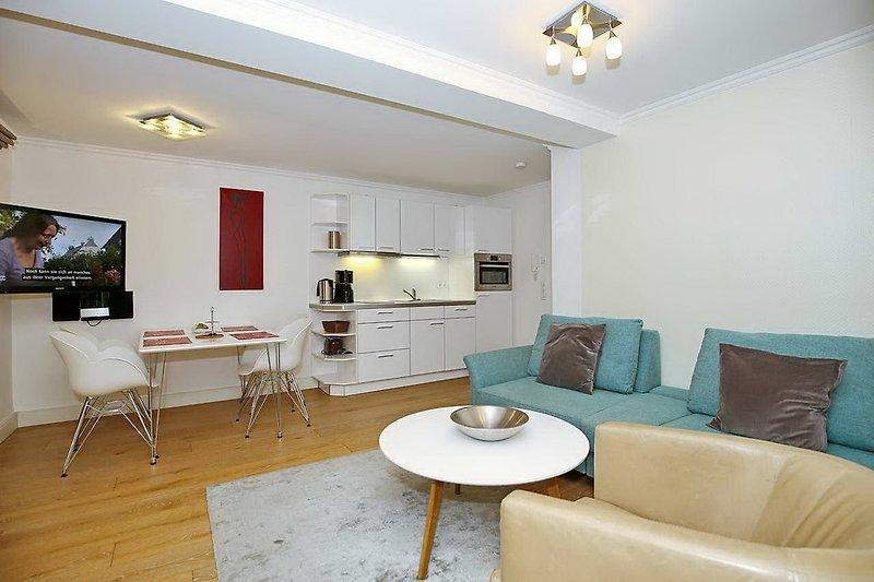 Wohn - und Essbereich mit TV