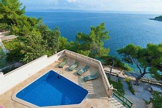 Villa con piscina di sole, sulla spiaggia