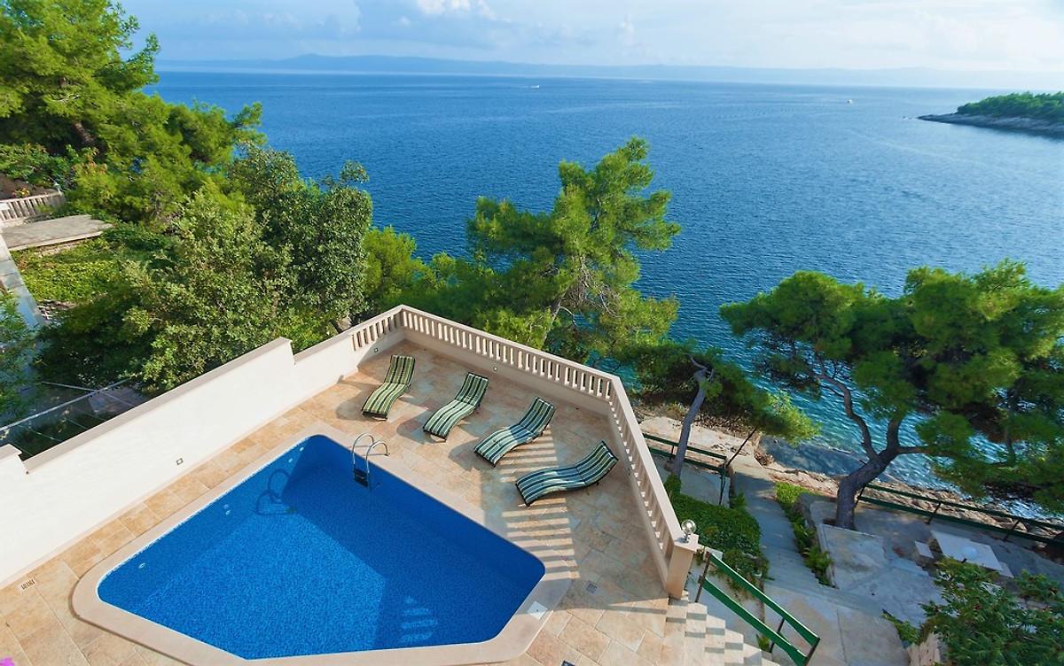 villa mit pool direkt am strand ferienhaus in selca mieten. Black Bedroom Furniture Sets. Home Design Ideas
