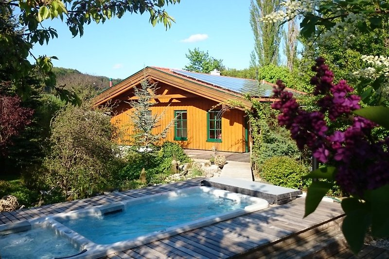 Haus mit Garten und Pool (auch im Winter beheizt)