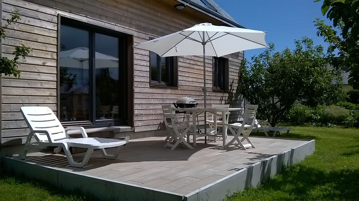 neues holzhaus am meer in paimpol ferienhaus in ploubazlanec mieten. Black Bedroom Furniture Sets. Home Design Ideas