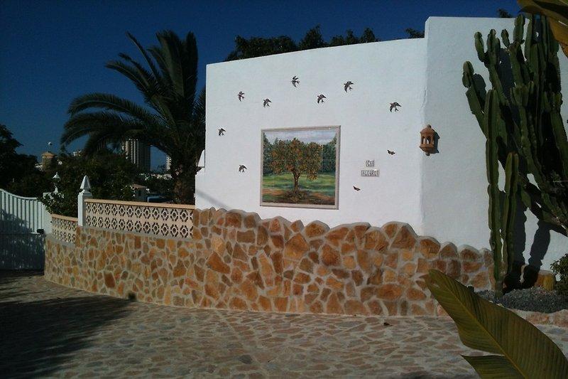 Wandbild bei Einfahrt