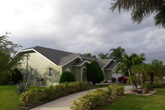 SPA & Pool Villa LUCILO