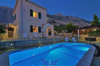 Villa Goran, **Firstminute**