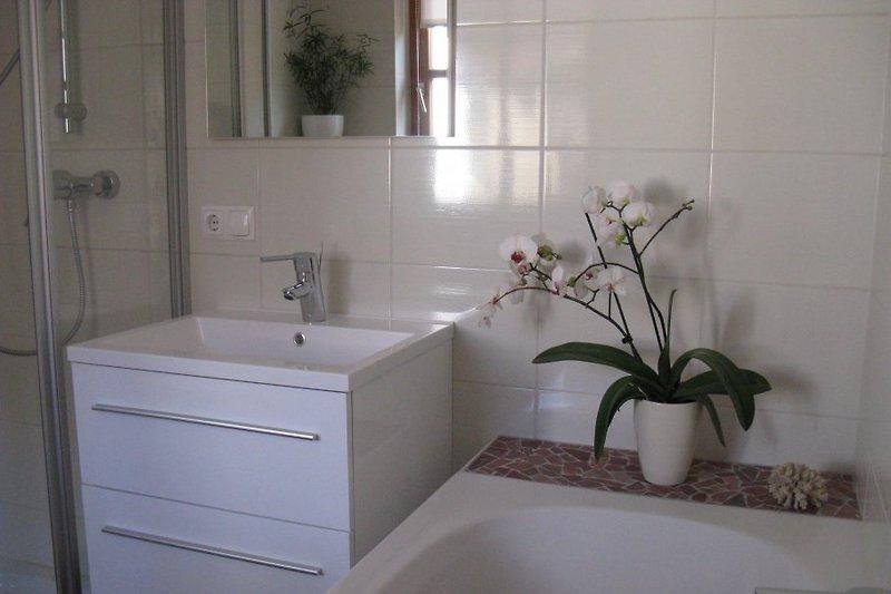 Marmorbad mit Dusche  UND Badewanne