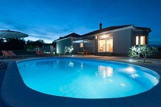 Villa near Zadar with swimming pool