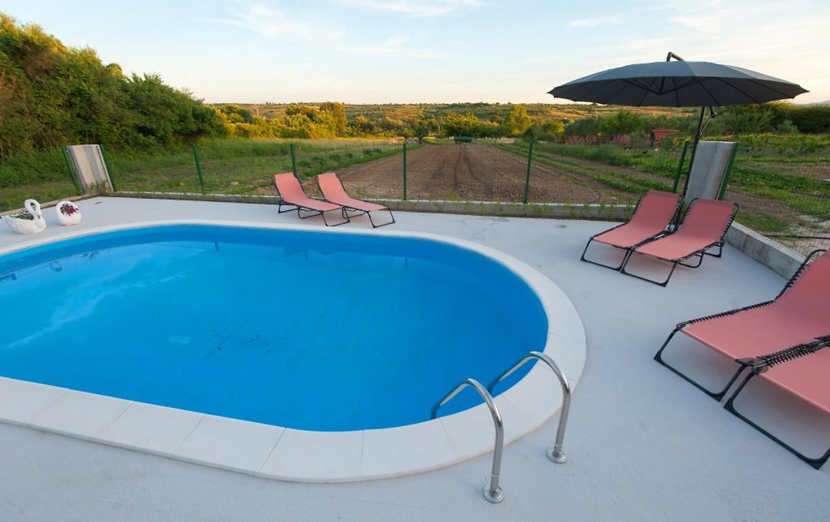 villa in der n he von zadar mit schwimmbad ferienhaus in. Black Bedroom Furniture Sets. Home Design Ideas