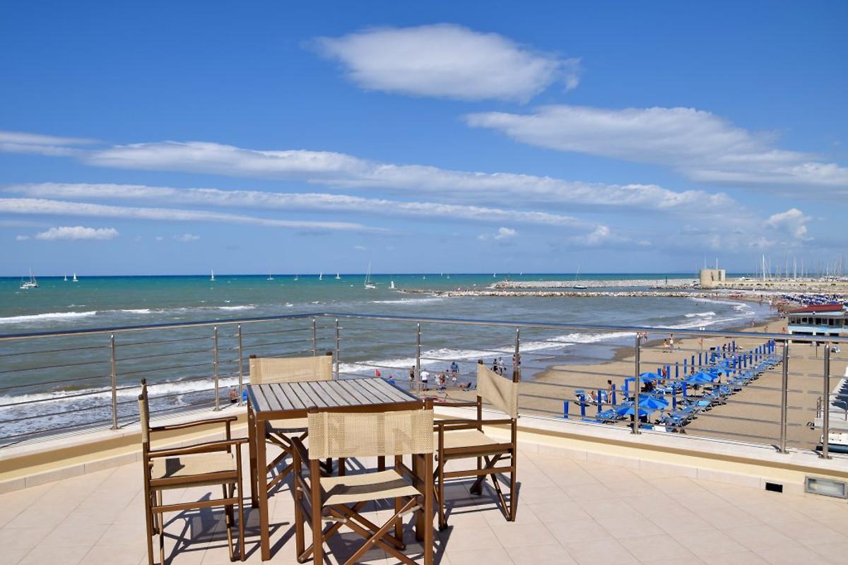 Bagno Mediterraneo San Vincenzo : Mediterraneo in san vincenzo azienda eden immobiliare sig