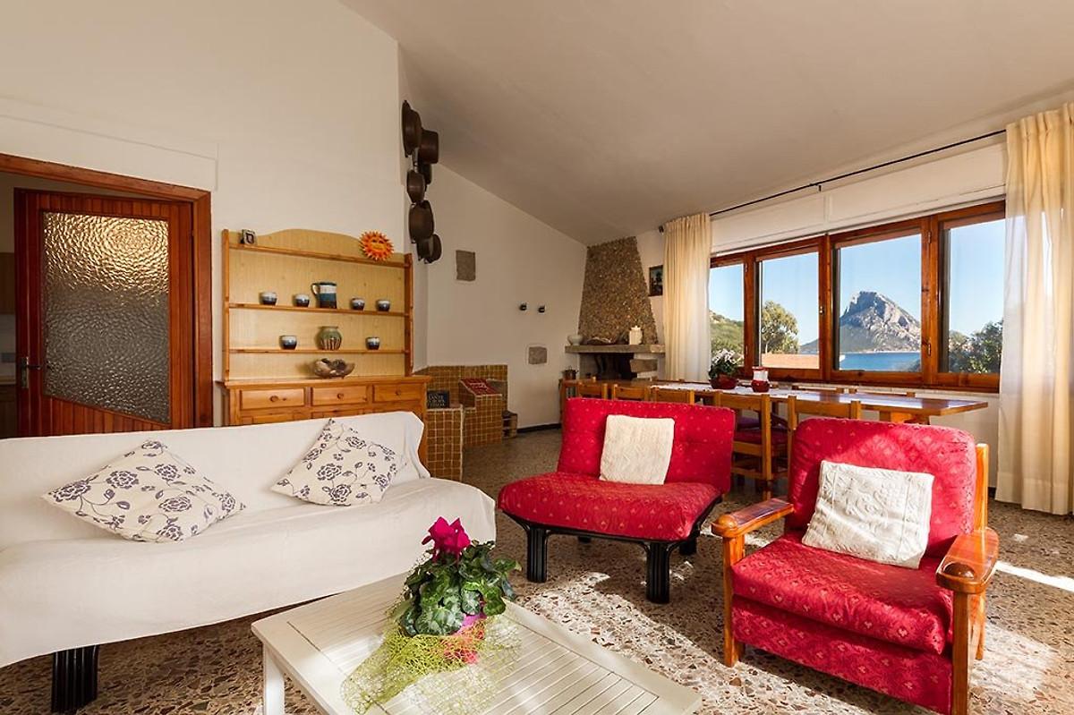Villa sul mare con giardino privato - Casa vacanze in Porto Taverna ...