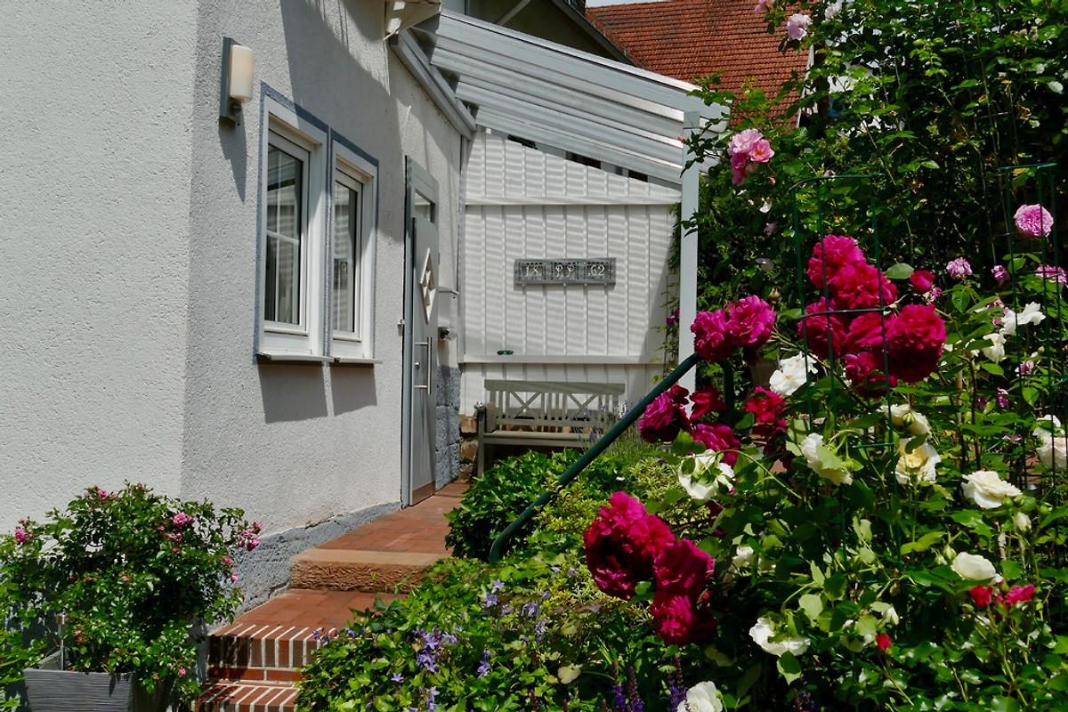 Landhaus mit flair in marburg firma landhaus herr b jeide - Vorgarten eingangsbereich ...