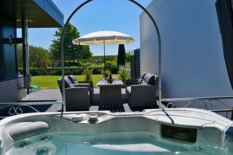 Whirl Pool mit Garten