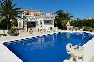 Very nice well maintained villa in a sunny residential area of Calpe!