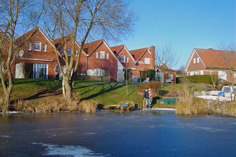 Unsere Häuser vom Wasser aus