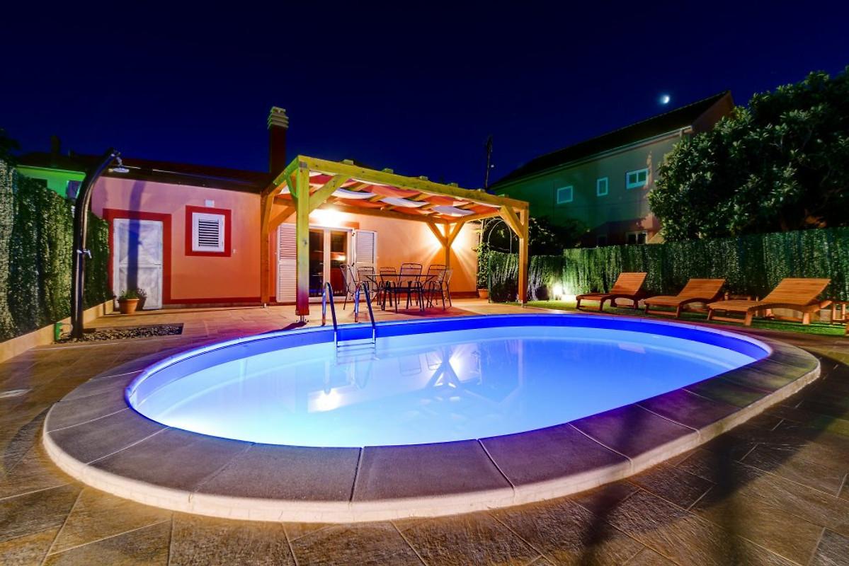 Villa orange avec piscine chauff e maison de vacances for Prix piscine chauffee