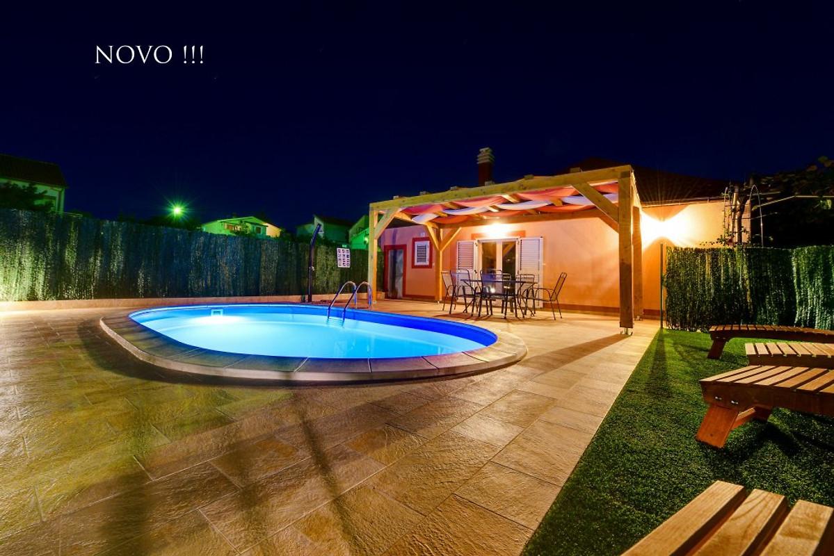 villa orange avec piscine chauff e maison de vacances zadar louer. Black Bedroom Furniture Sets. Home Design Ideas