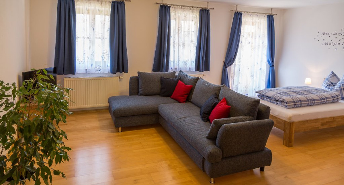 zellbachblick ferienwohnung in frauenneuharting mieten. Black Bedroom Furniture Sets. Home Design Ideas