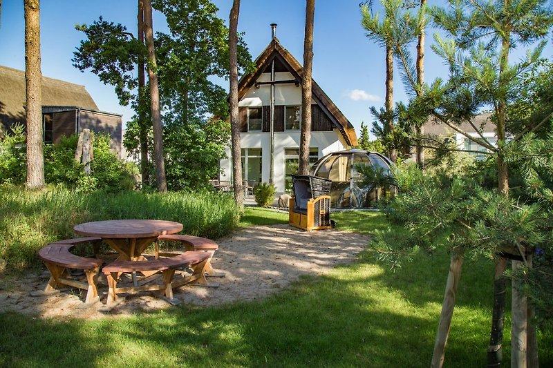 Blick aus dem Garten auf das Strandhaus