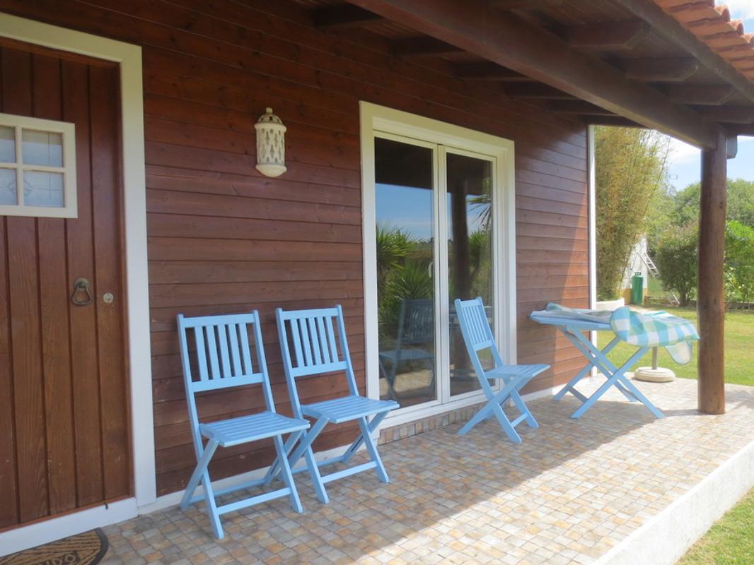 holzh uschen am meer ferienhaus in vila nova de. Black Bedroom Furniture Sets. Home Design Ideas